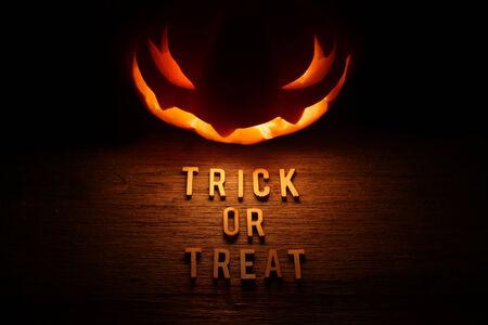 jack o lantern: Spooky Halloween background with jack o lantern - Trick or Treat