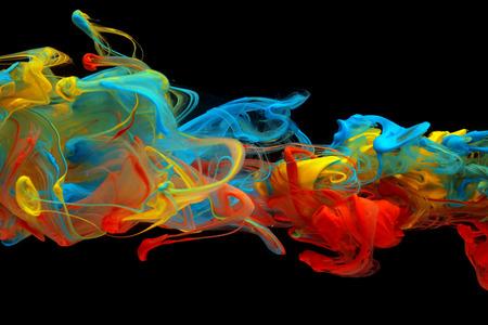 Bunte Tinte wirbelnden durch Wasser Standard-Bild - 39344490