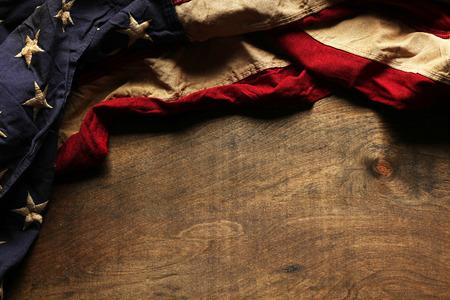 julio: Viejo fondo de la bandera americana para el Memorial Day o 04 de julio Foto de archivo