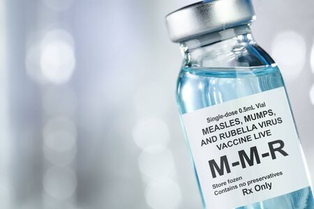 Small drug vial with MMR vaccine Imagens