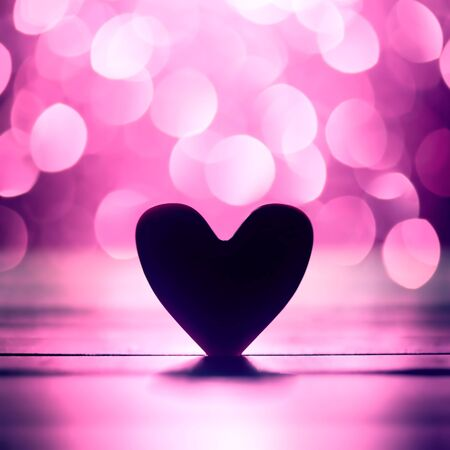 Single heart and pink bokeh abstract 版權商用圖片 - 138574047