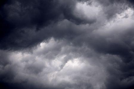 Der große mächtige Sturm Wolken vor einem Gewitter-Sturm