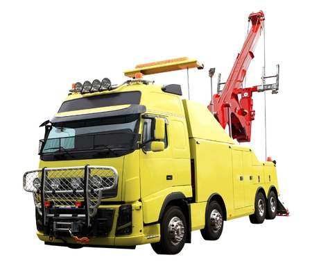 lourds dépanneuse utilisée pour le remorquage des camions semi. Isolé sur blanc Banque d'images