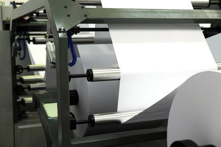 machine offset d'impression pour la production de journaux à partir de rouleaux de papier grands. Éditoriale