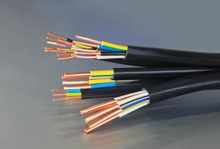 Kabel verwendet in elektrischen Bordnetz-Systeme Standard-Bild - 12753513