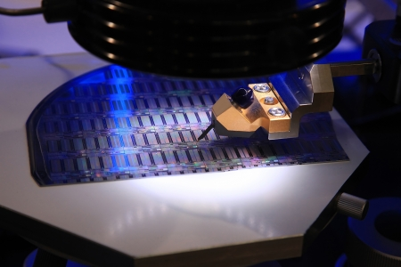 silicio: Dispositivo para el control de la fabricación de microcircuitos en una oblea de silicio