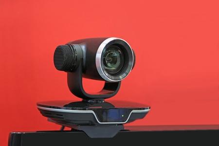 big brother spy: Vigilancia de v�deo digital sobre un fondo rojo