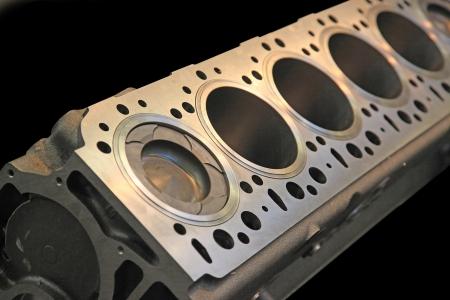 Une partie du moteur de la voiture dans un boîtier robuste en aluminium Banque d'images