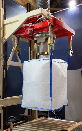 Équipement pour l'emballage de produits en vrac dans de grands sacs