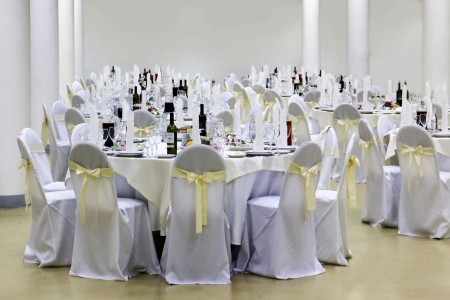 entertaining area: table setting at a restaurant in white