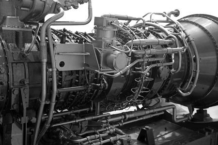 turbina de avion: Turbina de gas para la generación de energía mediante la quema de gas natural