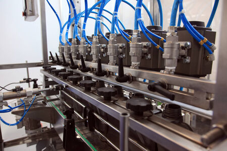 asamblea: Línea de transferencia automática de envasado de sustancias líquidas