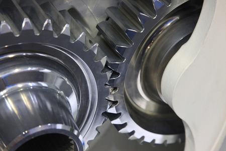 close-up van de auto-motor of transmissie stalen versnellingsbak