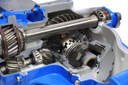 context: Gear differential transmission with automatic control in the context