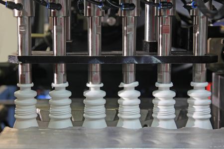 Plastic fles Vormen van de Slag Machine in de fabriek Stockfoto