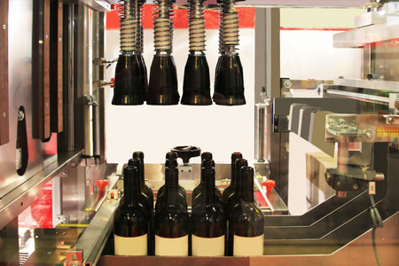 automatic machine: automatic machine to insert the cork into the bottle