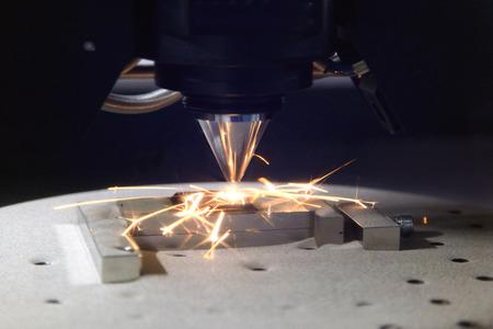 Detail von 3D-Drucker mit einem Metallstück Druck Standard-Bild - 61660307