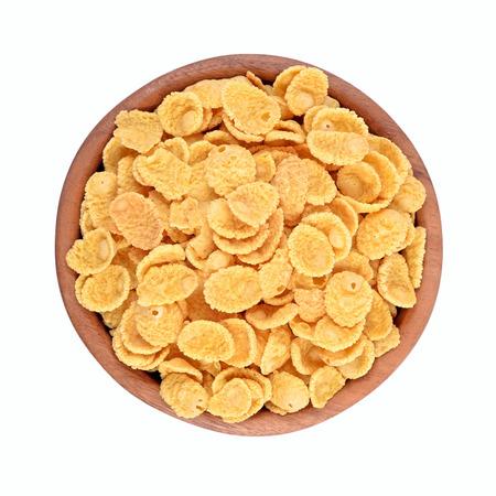Cornflakes in een houten kom op een witte achtergrond