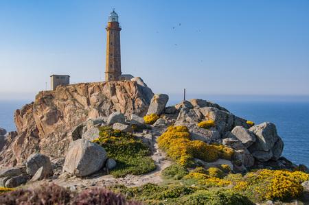 Faro Cabo Vilano는 스페인 갈리시아 (Galicia)의 카 마리 (Camari)의 마을 회관에 위치하고 높이 59 미터 스톡 콘텐츠