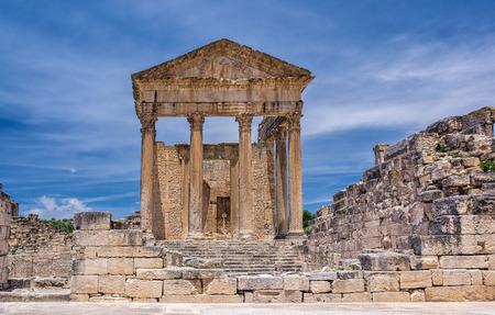 Roman temple: T�nez Templo Romano Dougga