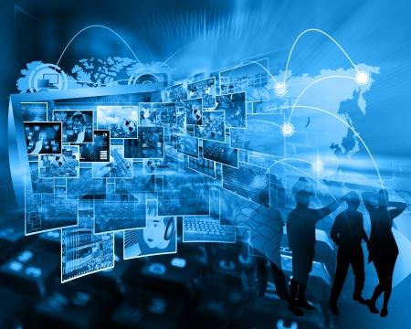 Resumen de imágenes en las computadoras, el Internet, las comunicaciones y la alta tecnología. Foto de archivo - 24702693