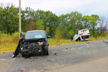 total loss: Traffic accident involving two vehicles on the road.