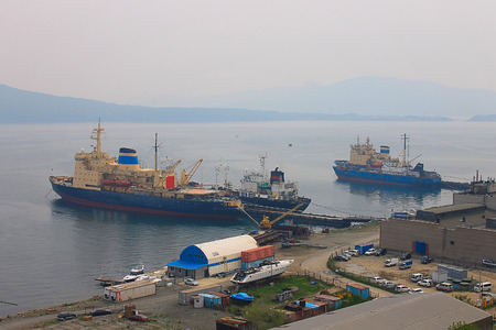 depicted: Photo on which is depicted a large seaport.