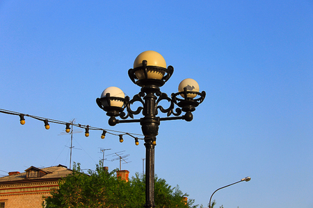 street lamp: Photo on which depicts an ordinary street lamp.