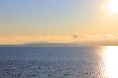 Foto, die das Meer und die Inseln zeigt.