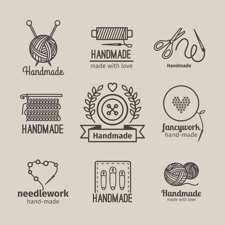coser: Hecho a mano la l�nea Conjunto de la insignia de la vendimia. tarjetas de retro hechos a mano o etiquetas de esquema hechos a mano. Prendas de punto y costura s�mbolos. ilustraci�n vectorial