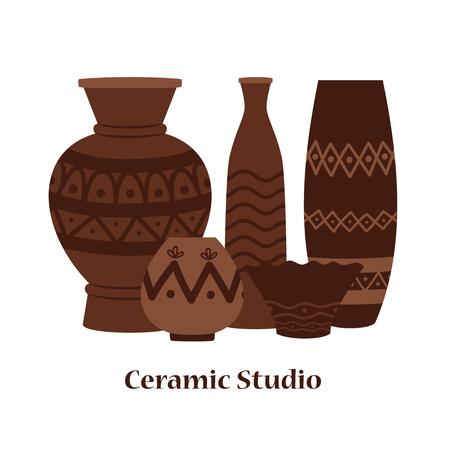Diseño de vector de emblema de estudio de cerámica con jarrones y macetas de arcilla. Ilustración de jarrón tradicional romano de arcilla