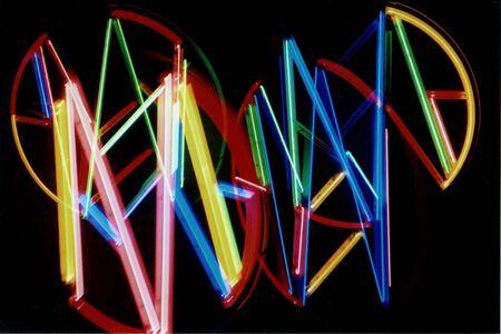 multiple exposure: Esposizione multipla di luci al neon.