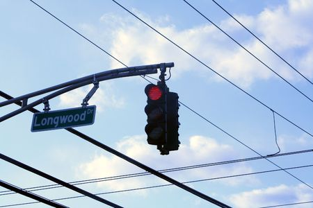Traffic light and wires above an intersection. Banco de Imagens