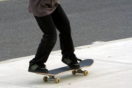 Teenage boy riding a skateboard. Imagens