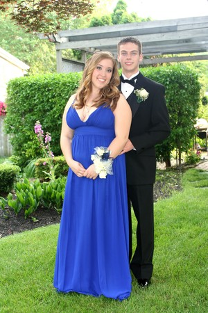 Young Prom Couple Full Length Imagens