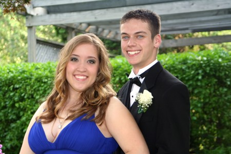 Young Prom Couple in Yard Imagens