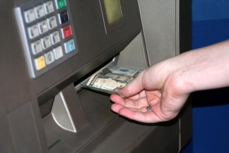 automatic transaction machine: Adolescentes de transacciones ATM