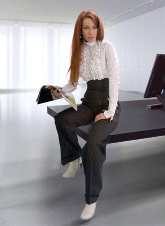 matter: zakelijke vrouw in het kantoor hebben de bespreking van het bedrijfsleven