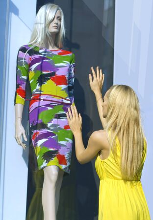 gape: a blonde in yellow dress near the show-window and dummy
