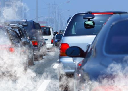 contaminacion aire: contaminaci�n del ambiente por gas combustible de un coche