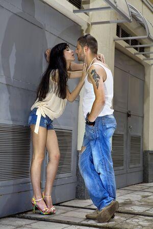 pareja de amantes que se obtiene en una discusi�n en la calle  Foto de archivo - 7361331