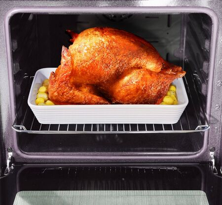 appetizing roast turkey and potatoes in the oven 版權商用圖片