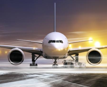 takeoff: piano bianco in aeroporto non-flying meteo, neve soffiando
