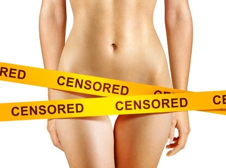 corps femme nue: beau corps de femme recouvert de bandes de censure Banque d'images