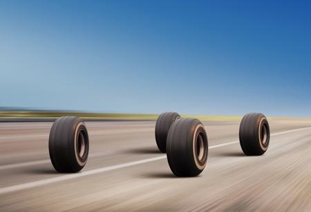 ラッシュ高速道路上の 4 つの自動車の車輪 写真素材