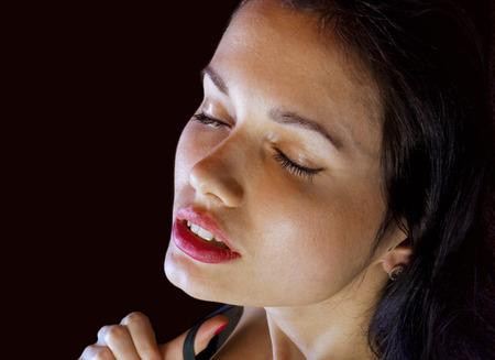 voluptuosa: cerca de la cara de la chica voluptuosa obtiene placer Foto de archivo