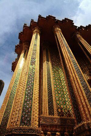 in wat phra kaew: Glazed tile giant palace, Wat Phra kaew