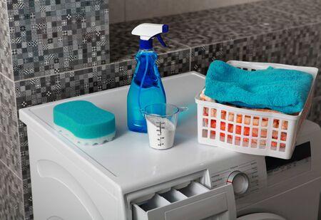 gospodarstwo domowe: część pralki do prania, a proszek do prania