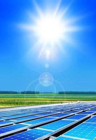 Ogniwo sÅ'oneczne tablicy w polu, odnawialnych źródeÅ' energii Zdjęcie Seryjne
