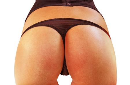 비키니 입은 큰 아름다운 여자 엉덩이의 근접 촬영